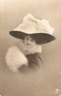"""Pretty Lady. Fantasy Hat"" Nice VintagePostcard - Mujeres"