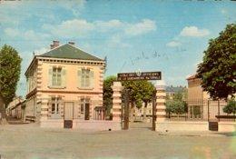 Dep 77 , Cpm MELUN , Ecole De Gendarmerie Nationale (12489) - Melun