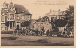 VALENCIENNES - Monument Legrand - Belle Animation - Cliché Peu Courant - Valenciennes