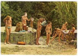 (83). Iles Du Levant Toilette Matinale Des Naturistes 1985 Nudistes & 83.121.74 & (2) - Frankreich