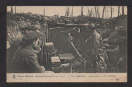 CPA . Mitralleuse Et Soldats  Dans Les Tranchées . - Weltkrieg 1914-18