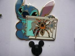 Big Pin S DISNEY STITCH TARENTULE 4,5 X 4,5  Cm Tbq - Disney