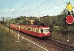 L'autorail X 2474 Attele A Deux Remorques Et Un X 2800 A Negrondes, Ungelaufen - Trains