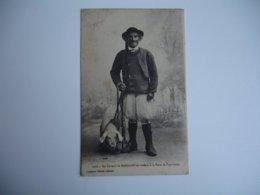 Un Eleveur Mahalon Se Rendant Foire Pont Croix Breton Cochon - France