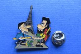 Pin's,BD,ville,FRANCE PARIS,TOUR EIFFEL,baguette,raisin,beret,limité Nr.009 - Pin's & Anstecknadeln