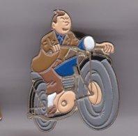 Pin's   TINTIN EN MOTO - Fumetti