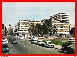 CPSM/gf (57) THIONVILLE.  Rue De Paris Et Nouvelles Galeries, 2CV, Ami6, DS, Dauphine...S1892 - Thionville
