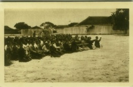 AFRICA - ZAMBIA - LEALUYI - LES CHEFS ET LE NGAMBELA SALUT LA REINE MOKWAE - 1930s (5535) - Zambia