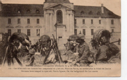 Reims Militaria Très Animée Occupation Allemande En 1914 Le Palais De Justice Casques Allemands Pointus Fusils - Reims