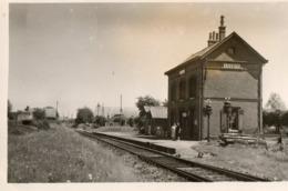 02. CPA. LUZOIR.  La Gare.  1957. - Other Municipalities