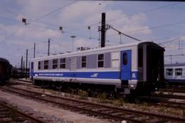 Photo Diapo Diapositive Slide Train Wagon Voiture Mauzin 213 SNCF Contrôle De L'état Des Voies Le 05/08/2000 VOIR ZOOM - Dias