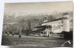 Photographie Véritable 64 Pau Hippodrome Chevaux Jockeys Nombreuses Personnes En Tribune Jové Toute La France - Pau