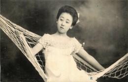 Japan - Japonaise - Geisha - Eastern Beauties - N°23 - Une Jeune Geisha Dans Son Hamac - Non Classés