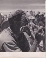 Photographie Maroc RARE Photo De Jacques Belin Tamponnée Numérote Circa 1960 Charmeur De Serpent ( Ref 191346) - Afrika
