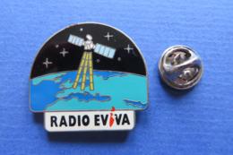 Pin's,médias,radio,RADIO EVIVA SUISSE,GLOBE,SATELITE - Médias