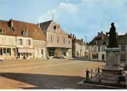 58 - N°151106 - Varzy - Cpsm 15cm X 10.5cm - La Place Du Marché - Crédit Lyonnais - Francia