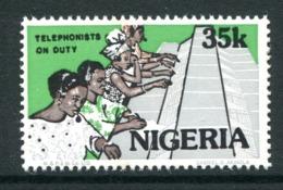 Nigeria 1986-98 Nigerian Life - 35k Telephonists Operating Switchboard MNH (SG 520) - Nigeria (1961-...)