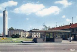 WITTTENHEIM - L'Eglise Et La Place Thiers - Wittenheim