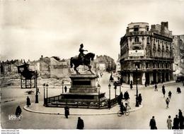 D45  ORLEANS  1941 Place Du Martroi Vers La Rue Bannier  ....... - Orleans