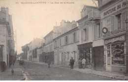 78. N° 103982 .maison Laffitte .marchand De Cartes Postales .la Rue De La Muette . - Maisons-Laffitte