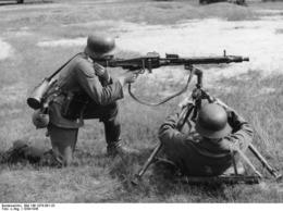 TREPIED AA POUR MG42  Modele Apres Guerre  Identique A Celui De WW2 - Decorative Weapons