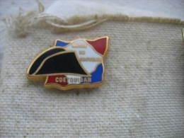 Pin's Militaire: Musée Du Souvenir à Saint-Cyr Coëtquidan - Militaria