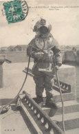A P 397- C P A .   LA ROCHELLE - (17) SCAPHANDRIER PRES A DESCENDRE DANS L'EAU - La Rochelle