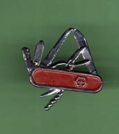 COUTEAU SUISSE ***  2006 (122) - Pins