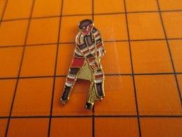 1419 Pin's Pins : BEAU ET RARE : Thème SPORTS / HOCKEY SUR GLACE - Wintersport