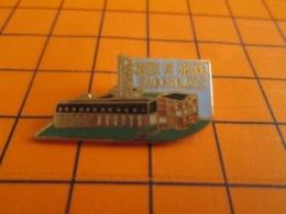 1419 Pin's Pins : BEAU ET RARE : Thème POMPIERS / CENTRE DE SECOURS HAGONDANGE - Brandweerman