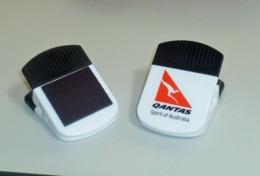 Rare !! 1 Pc. Of Big Qantas Airlines Magnetic Clip Holder - Papiere
