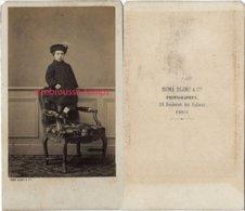 CDV Second Empire-mode Enfant-garçon Debout Sur Un Fauteuil^photo Numa Blanc à Paris - Anciennes (Av. 1900)