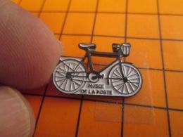 1419 Pin's Pins : BEAU ET RARE : Thème POSTES / VELO DE FACTEUR MUSEE DE LA POSTE CAEN - Post