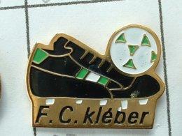 Pin's FOOTBALL -  F.C KLEBER - (63) - PNEUMATIQUE - Fútbol