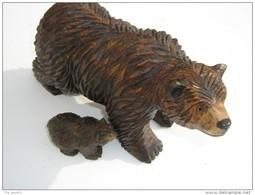 Ours Sculpté En Bois - Hauteur 15 Cm  Longueur 24 Cm  -  Avec Son Petit  H 4.5 Cm L 8 Cm - Travail Artisanal - Legni