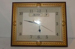 Pendule JAZ Année 60 ('jour Et Mois) - Clocks