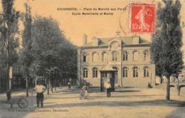 ESCARBOTIN - Place Du Marché Aux Porcs - Ecole Maternelle Et Mairie - Autres Communes