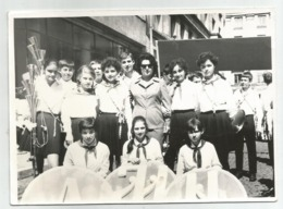 Boys,Girls With School Uniforms Pose For Photo  E486-264 - Persone Anonimi