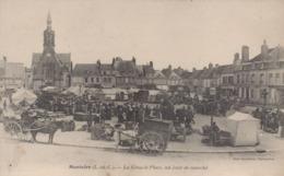 Montoire-sur-le-Loir : La Grande Place, Un Jour De Marché - Montoire-sur-le-Loir