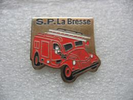 Pin's Des Sapeurs Pompiers De La Commune Vosgienne De La BRESSE (Dépt 88) - Brandweerman