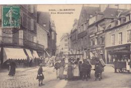 CPA 22 @ SAINT BRIEUC - Rue Houvenagle En 1911 - Les Enfants Devant Le Marchand Ambulant - Confiseries - Saint-Brieuc