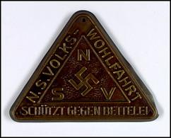 """N.S. Volkswohlfahrt, Türplakette Für Mitglieder """"Schützt Gegen Bettelei"""", Messingblech Dreieckig Mit Gerundeten Ecken, 8 - Army & War"""