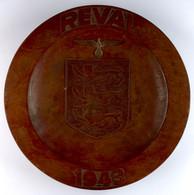 """Estland, Wandteller-Holz, """"Reval 1943"""", Mittig Mit Stadtwappen Revals (heute Tallinn), Darüber Brustadler Sommeruniform  - Army & War"""