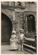 Pornic Plalge Du Château Photo Enfants Déguisés Concours De Costumes Organisé Par Le Club De La Plage En 1960 - Persone Identificate
