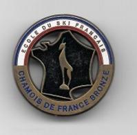 Pin' S  Broche  Sport  SKI, ECOLE  DU  SKI  FRANÇAIS, CHAMOIS  DE  FRANCE  BRONZE  Signé  DECAT  PARIS - Wintersport