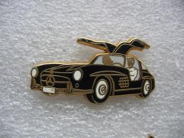 Pin's Arthus Bertrand, Voiture Mercedes De Couleur Noire - Mercedes