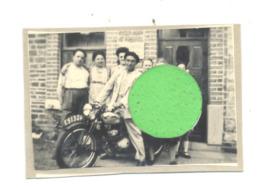 Photo ( +/- 6 X 9 Cm ) Harzé - Moto, Saroléa, Gillet  ? Oldtimer Collée Sur Une Page D'album (b255) - Automobiles