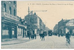 CPA NORD 59 LILLE Carrefour Des Rues D'Arras Et Rue De Douai (quartier De Moulins-Lille)  Tramway édit LP N°121 - Lille