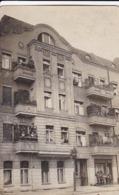 AK Foto Wohnhaus Mit Bewohnern - Jugendstil - Ca. 1920 (45045) - Otros