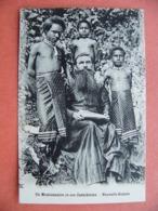 Un Missionnaire Et Ses Catechistes  Nouvelle Guinée Papouasie - Missionen